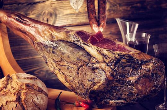 Jambon sec : quels vins boire pour un accord parfait ?